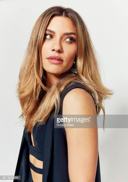 Actress Juliana Harkavy From Cw S Arrow Poses For A Portrait During Comiccon 2017 At Hard Rock Hotel San Diego On July 22 2017 Juliana Actresses Dinah Drake
