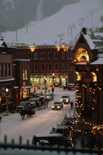 Carriage, Christmas decorations, on snowy streets in Aspen - christmas town decorations