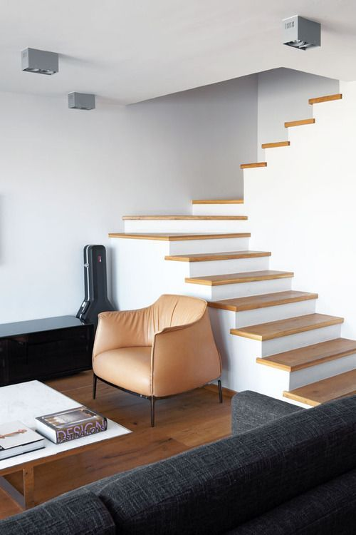 Escalier 2 Quarts Tournant Marche En Bois Contre Marche Blanche Pas De Garde Corps Escalier Stair Idees Escalier Maison Design Marches En Bois
