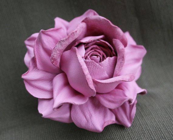 Pink Leather Rose Flower Brooch от leasstudio на Etsy