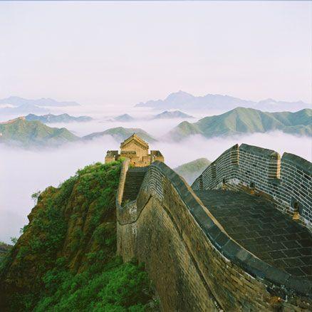 La gran muralla China en un día de niebla es impresionante. #viajes #vacaciones