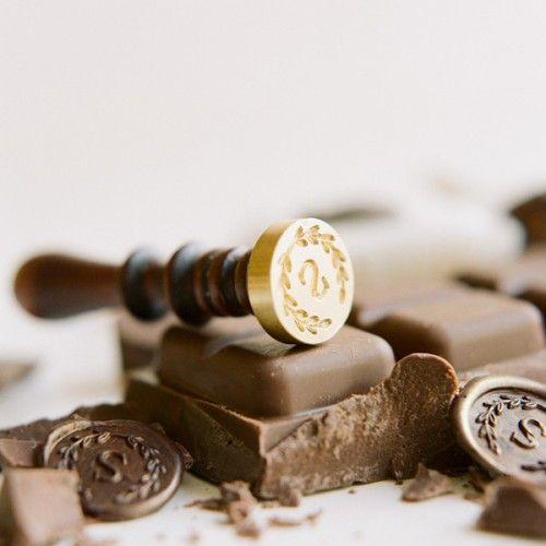 Diy Chocolate Wax Seal Petit Fours Chocolate Amanteigados Empratamento