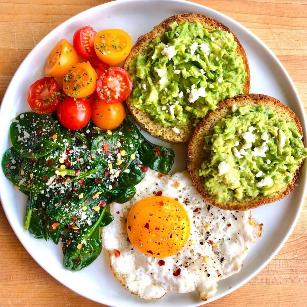 Egg, spinach, avocado toast, tomatoes. 😋 | Health food, Food, Healthy recipes