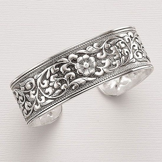 Outrageous-Collection-Of-Silver-Hand-Bangles-For-Girls-23