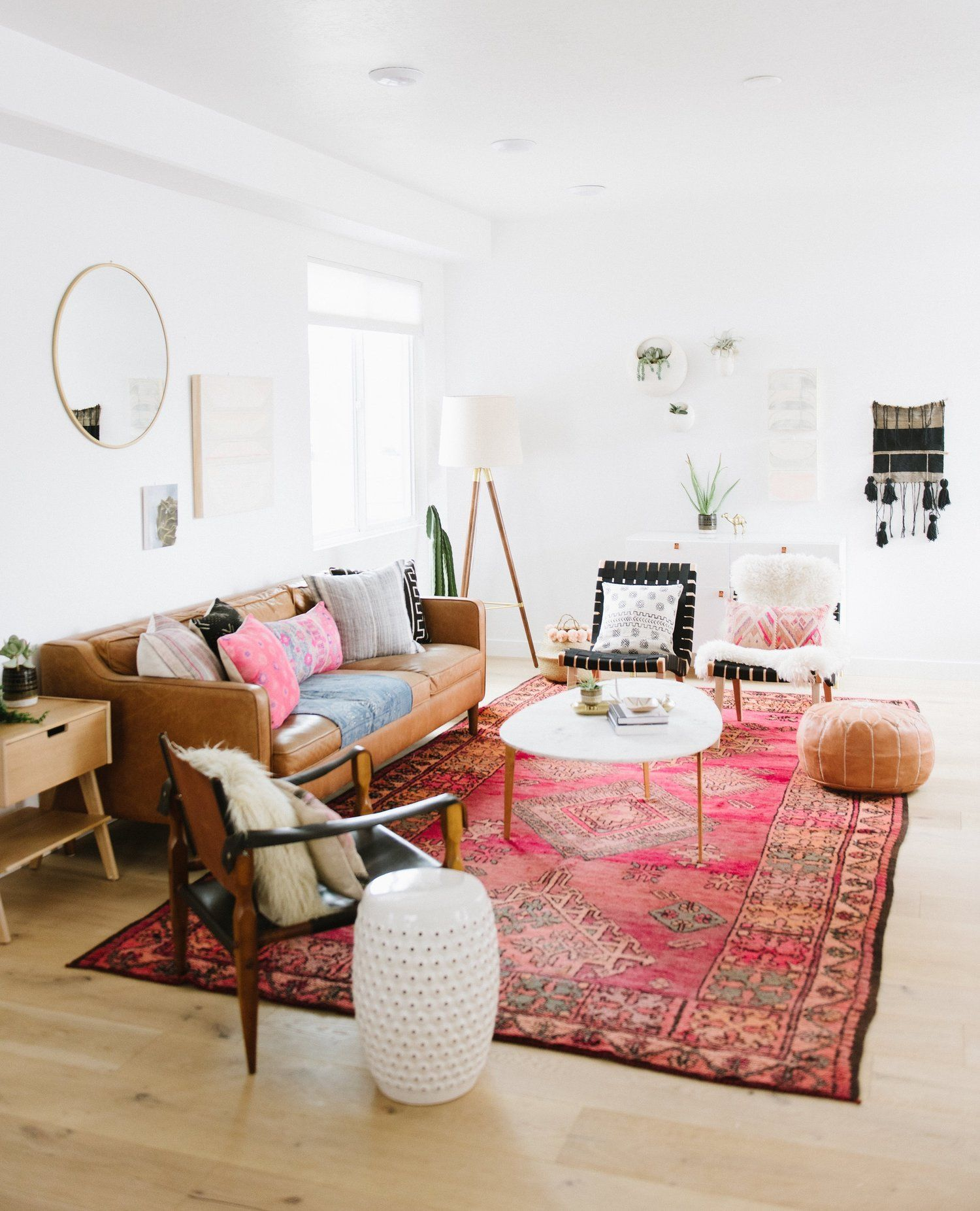 Pink oriental rug with tan leather sofa also best decor images on pinterest home ideas apartments and homes