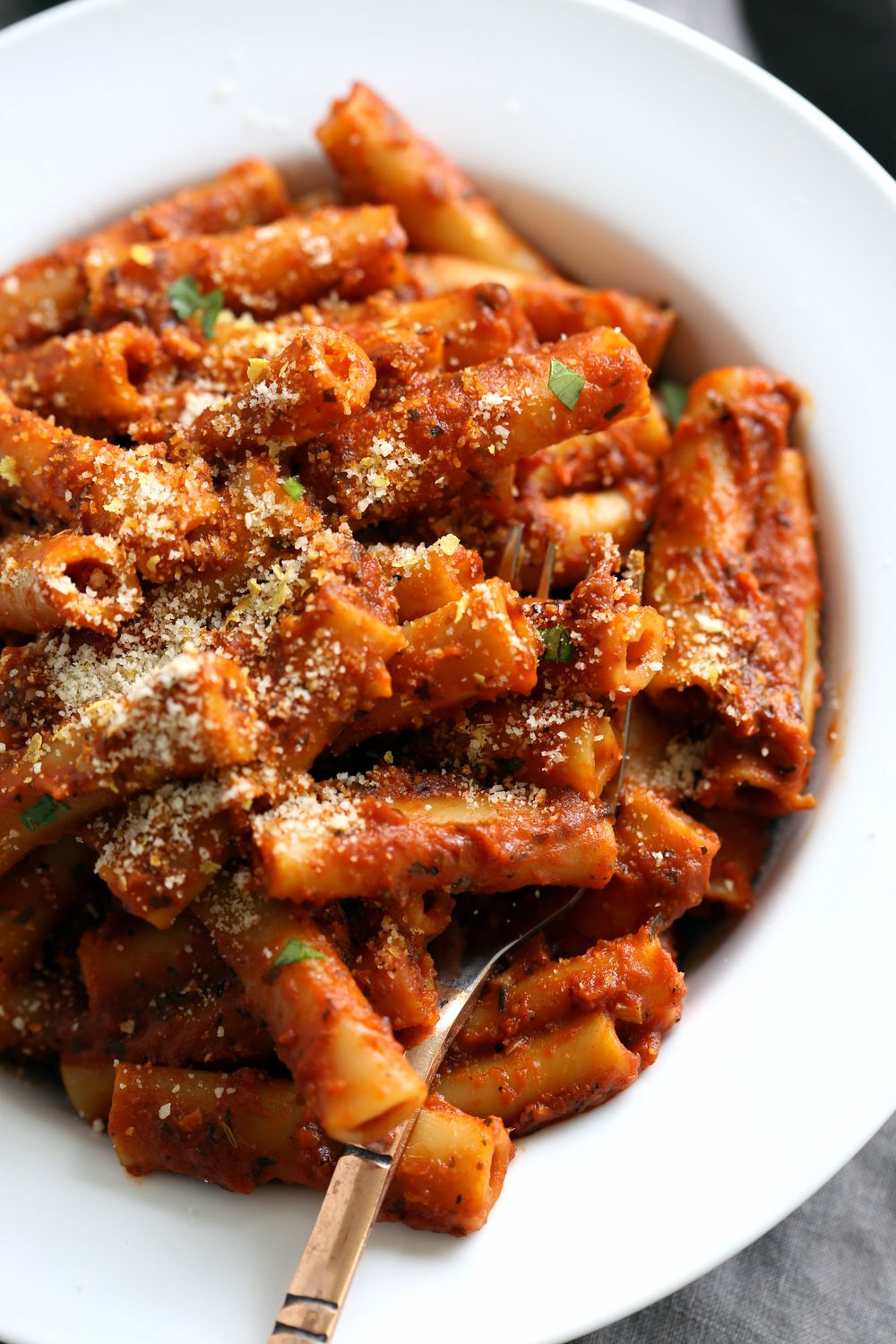 Instant Pot Ziti With Tomato Sauce Date Night Quick Pasta With Ziti Sprinkled With Vegan Par In 2020 Quick Pasta Recipes Vegan Instant Pot Recipes Vegan Recipes Easy