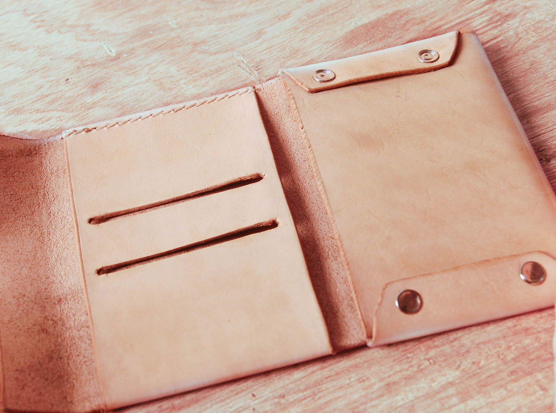 Leather Crafts By Unimi Are Hand Sewn Veg Items Like Wallet Pack Bag Business Card Holder Portfolio Accessories Perfect Gift For Men
