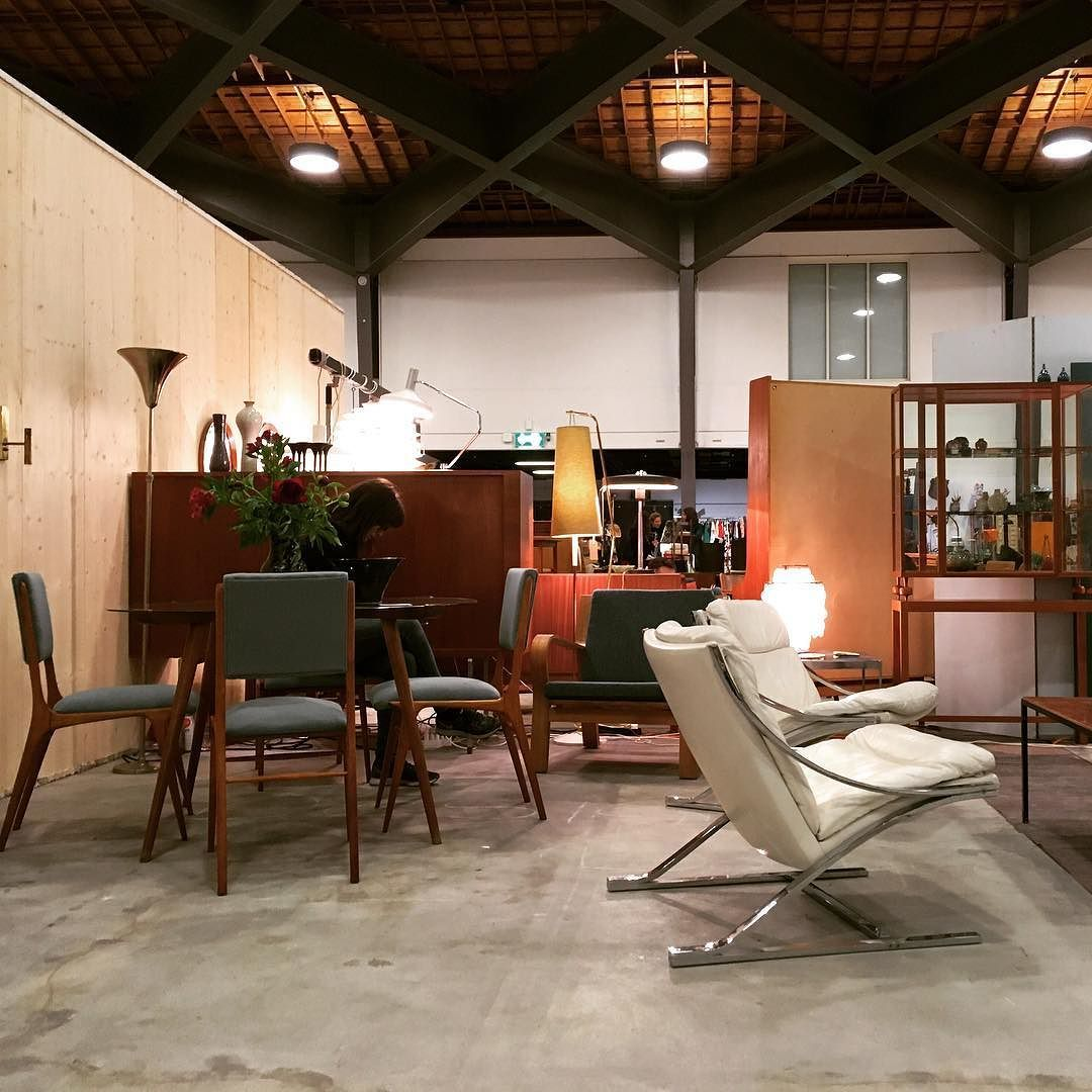 Comevisitus Pucesdudesign Lausanne Brasiliandesign Hanswegner  # Vitrine D Angle Moderne Design