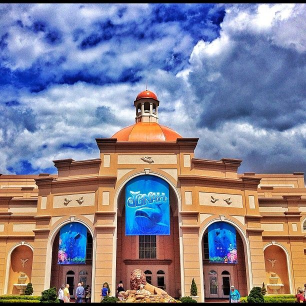 Best Places For Holiday In June: Sight & Sound Millennium Theatre In Strasburg, PA