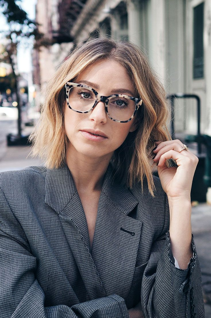 Jill Lansky, style and beauty blogger of The August Diaries wears our Jack & Norma glasses in Snappy colour.