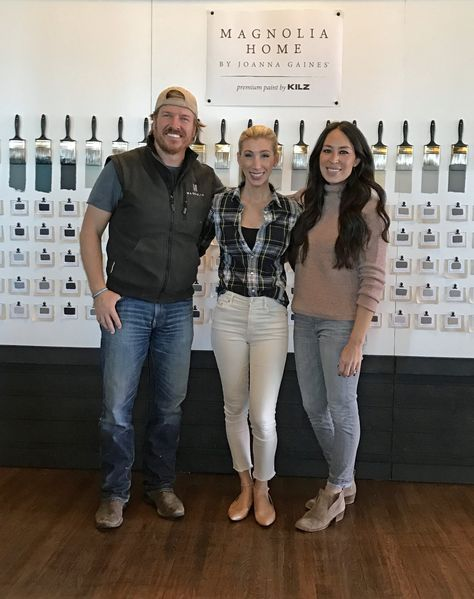 6 Surprising Realities of Meeting Chip and Joanna Gaines in Person http://www.popsugar.com/home/What-Chip-Joanna-Gaines-Really-Like-43222395?utm_campaign=desktop_share&utm_medium=twitter&utm_source=casasugar via @POPSUGARHome