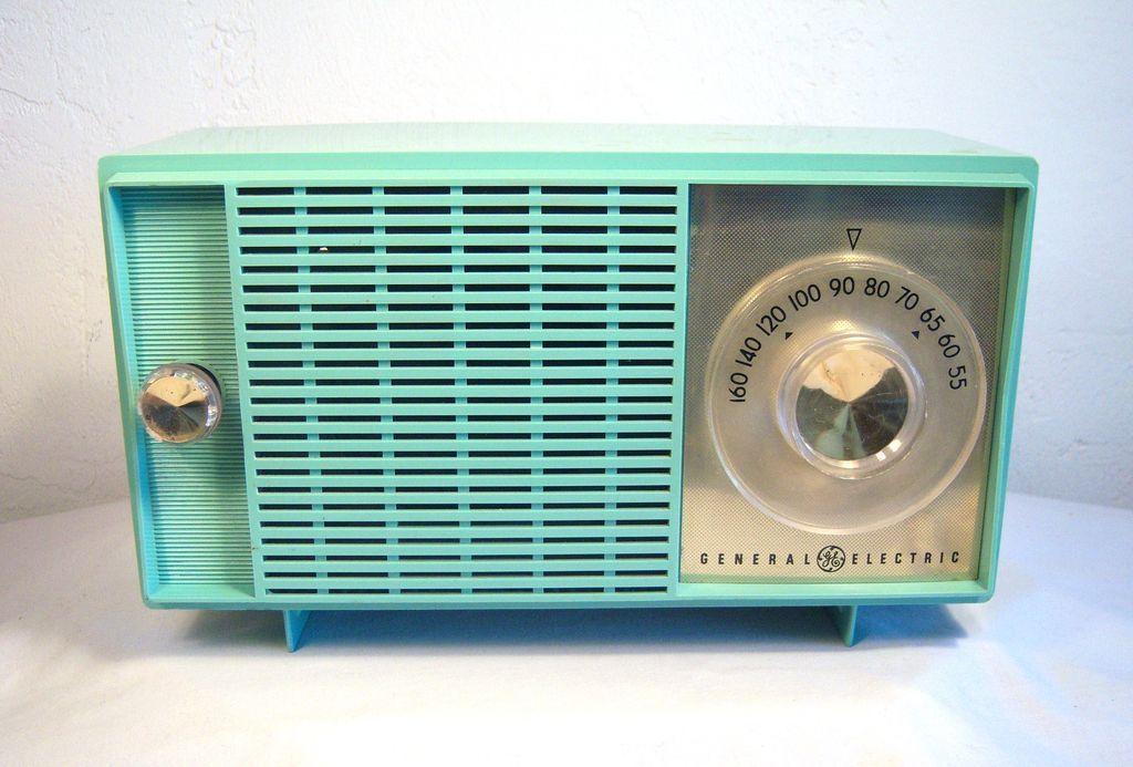 General Electric Table Top Am Radio In Blue Green Pastel 1950 S Retro Radios Vintage Radio Antique Radio