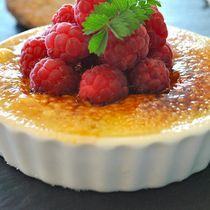 A Michelin Star Pudding - White Chocolate and Raspberry Crème Brûlée #cremebrulée