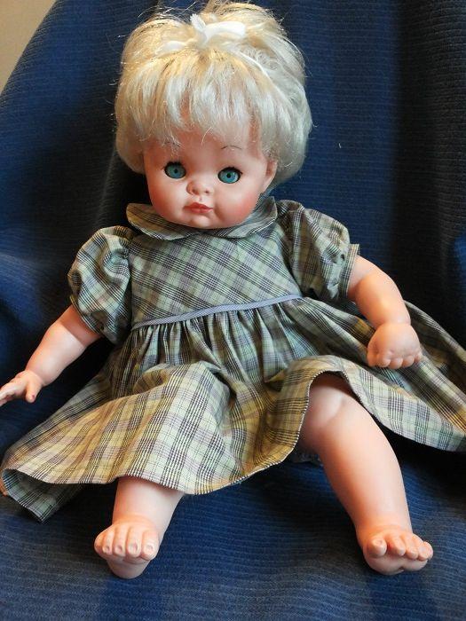 Giovannina bionda con vestitino confezionato personalmente ...