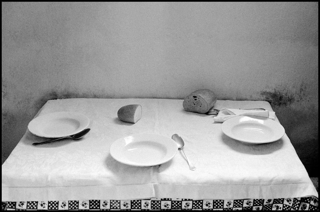 Erich Hartmann - Immigrants' house. Bread and table, Israel (1958)