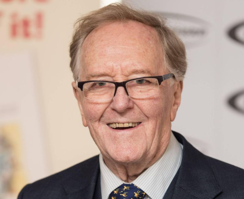 Robert Hardy Dead Actor Best Known For All Creatures Great And Small And Harry Potter Dies Aged 91 Robert Hardy Harry Potter Actors Harry Potter Dies
