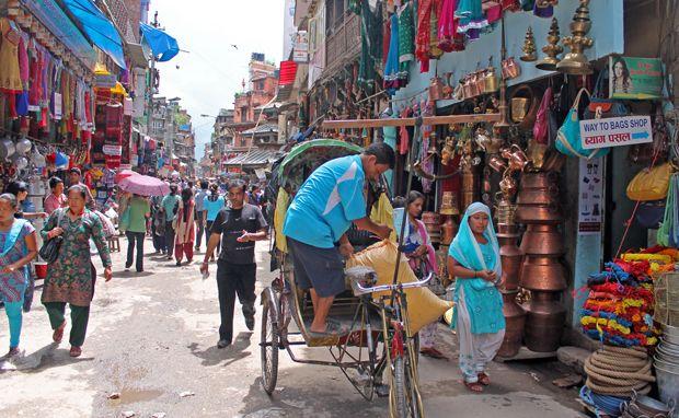 Thammel es el barrio más famoso y turístico de Katmandú (capital de Nepal), la mayoría de viajeros se alojan aquí. En Thammel encontrarás la mayor oferta en alojamientos, restaurantes y tiendas donde comprar de todo un poco, cuidado con las imitaciones, son de mala calidad. En este barrio comprobarás en primera persona el caos y estrés de la capital nepalí. https://www.youtube.com/watch?v=jTajPYiaUXQ