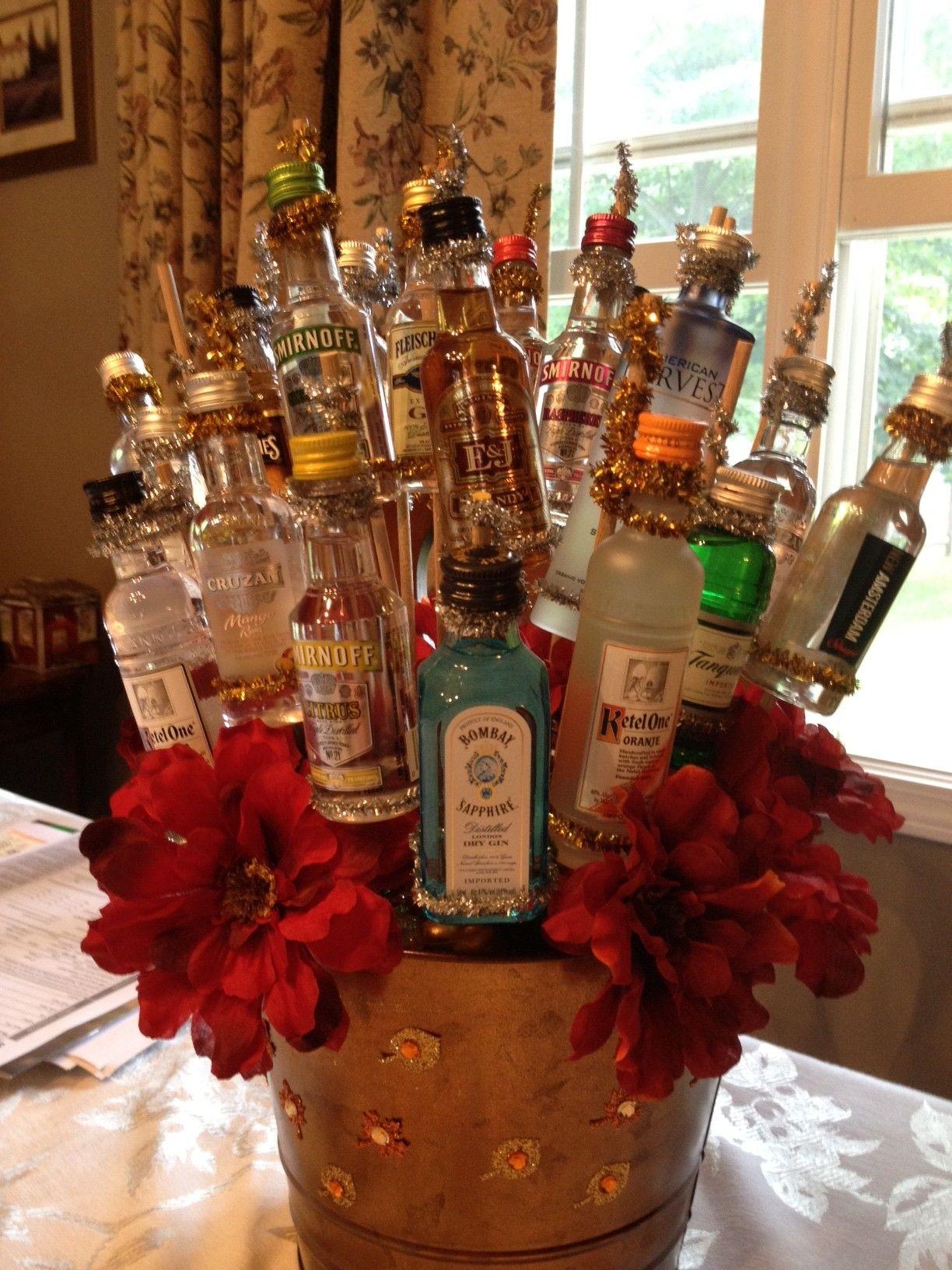 Букет из спиртного для мужчин, букет белых орхидей