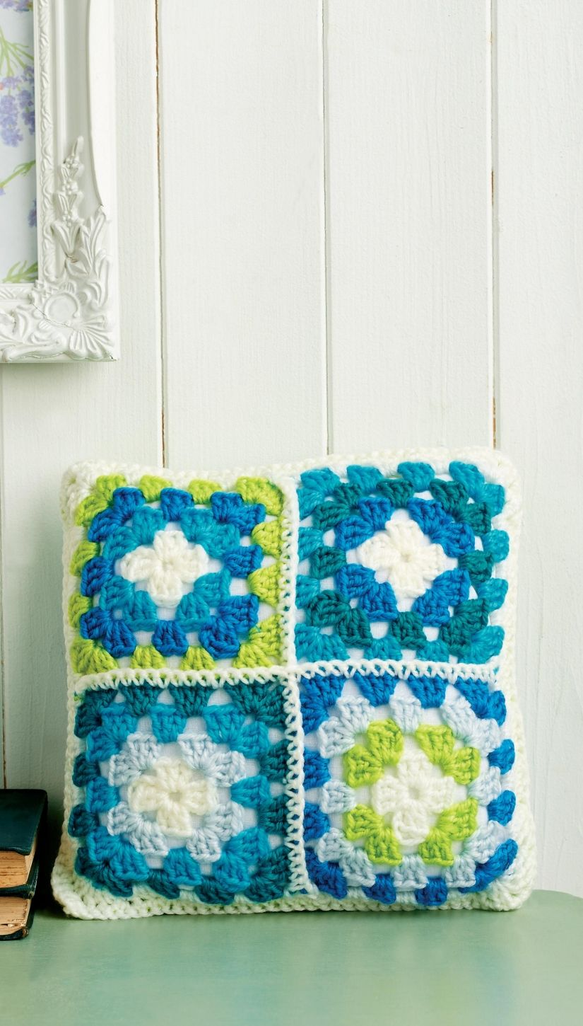 Crochet cushion with four mini granny squares - Free pattern ...