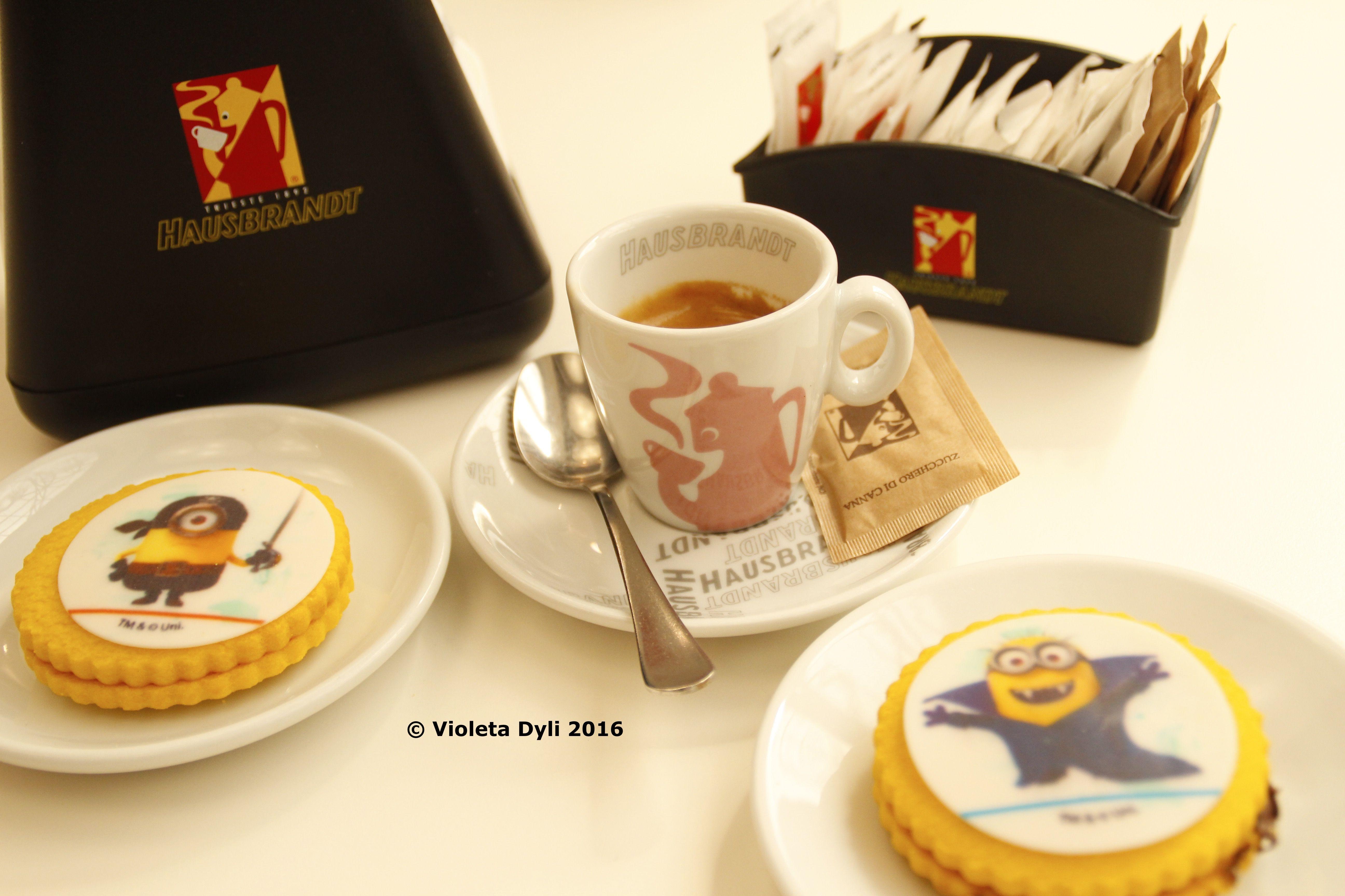 Caffè d'espresso con biscotti .