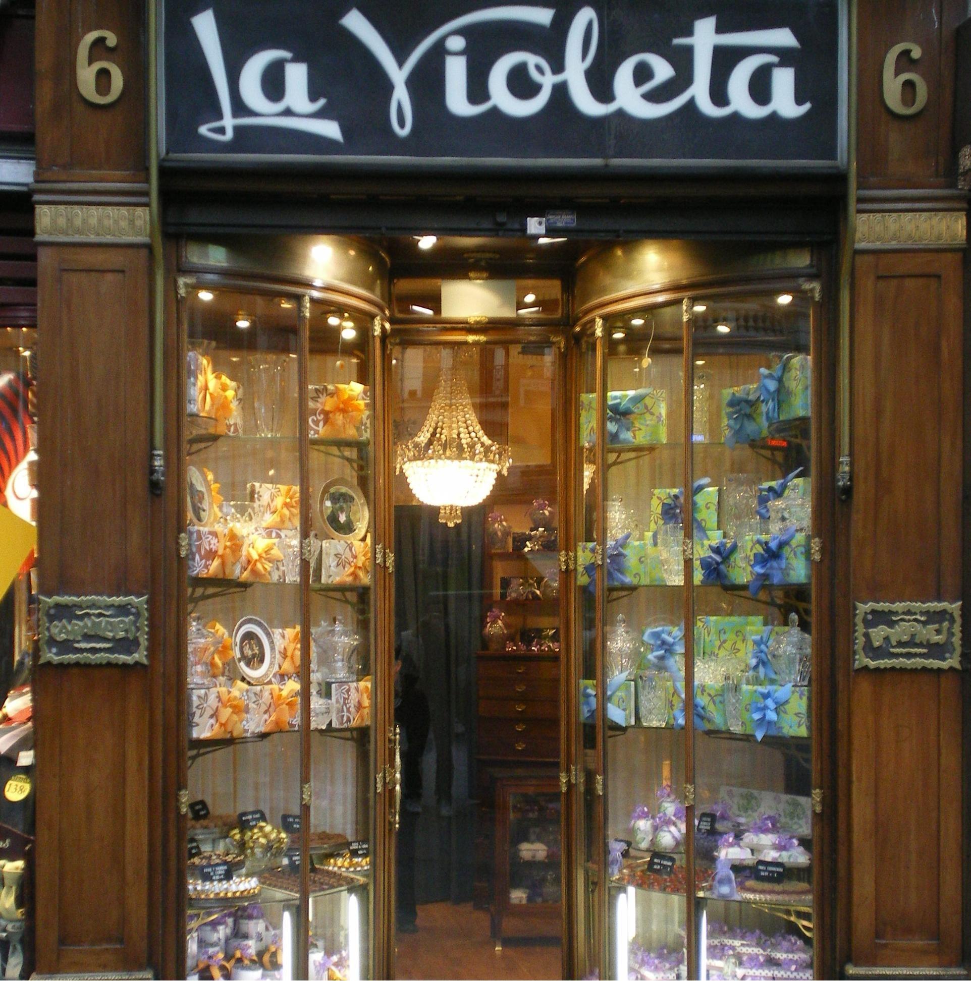 Tienda de caramelos cerca de la puerta del sol madrid for Libreria puerta del sol