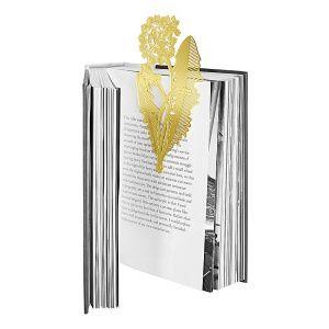 Ett bokmärke inspirerat av naturen, en pressad blomma som faller från sidorna ur en älskad bok. Dandelion är tillverkad ur etsad mässingsplåt och har vackra mikroskopiska detaljer.   Mått: ca 20 cm