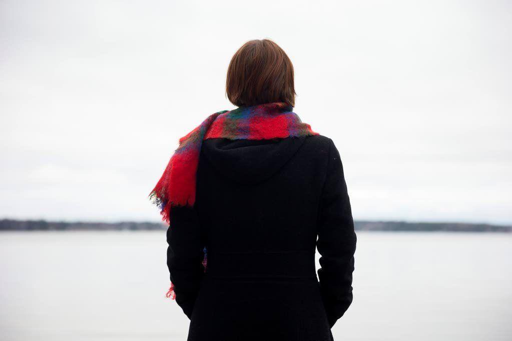 Tiina Hedman ihmetteli nuorena, miksi hän pohti asioita kauan ja jäi kiinni tunteisiin.