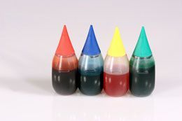 A food coloring chart helps you in mixing different food colors to get a particular color that you desire. The following article on food coloring chart for icing will help you mix different colors for your cakes and frosting decorations.