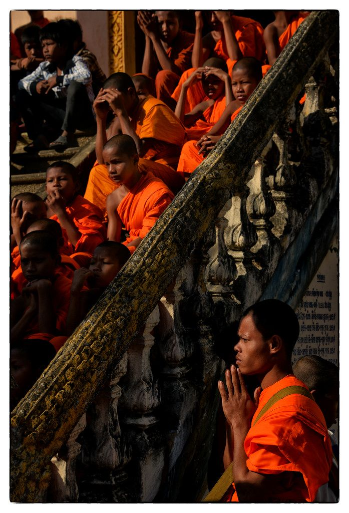Kratie. Cambodia - Wat Sombok's Ceremony (by Mio Cade)
