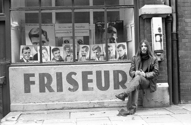 Negozio di barbiere a St. Pauli, Amburgo (1964)