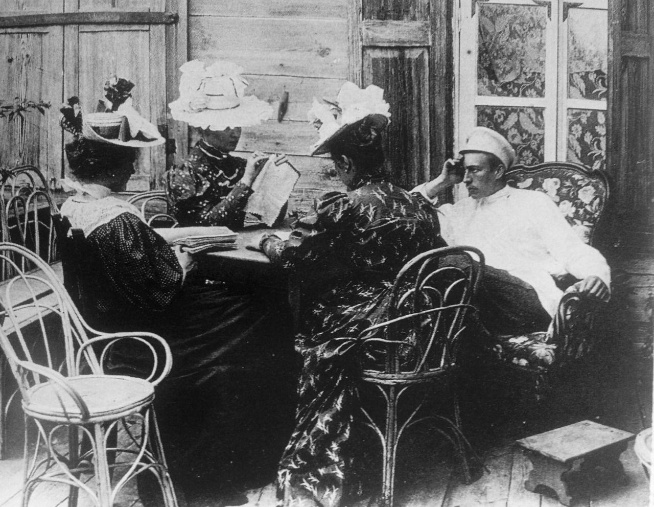 Sergei Rachmaninoff with some lady friends Klassische