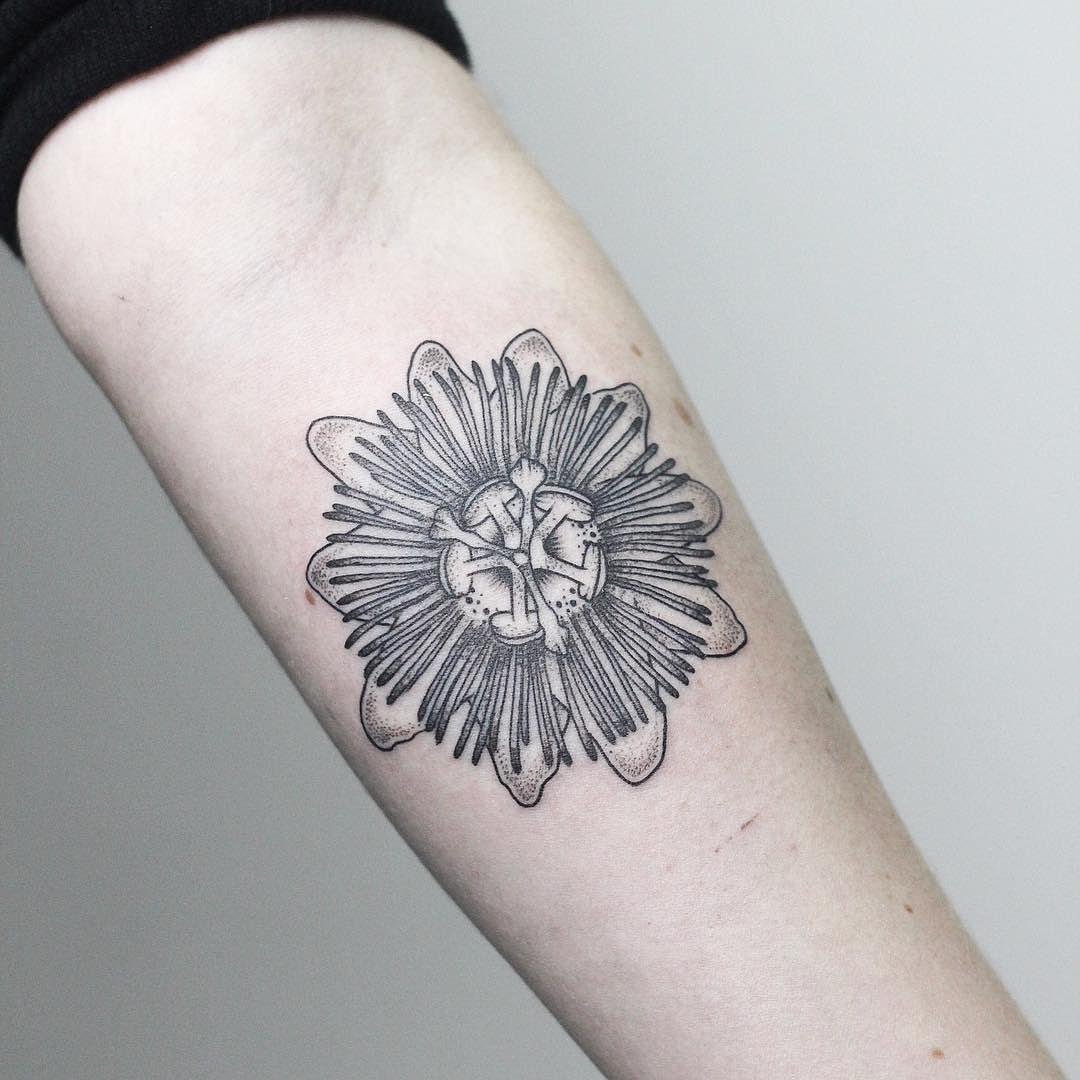 Passion Flower Tattoo Rachainsworth Tatoo En La Mano Dibujos Tattoo Tatuajes