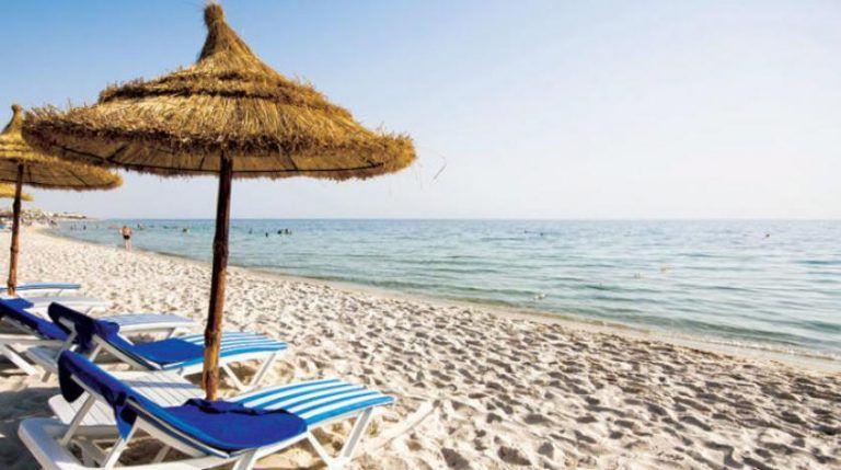 تونس تعيد فتح حدودها أمام السياح بعد السيطرة على انتشار كورونا Free News Patio Umbrella Outdoor Blanket Outdoor