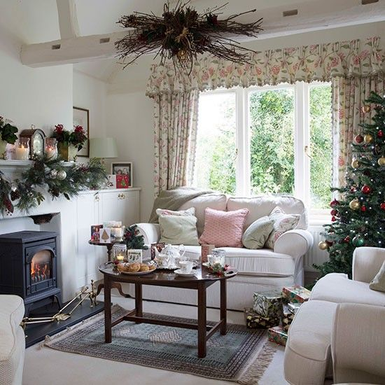 25 Stunning Home Interior Designs Ideas: Traditional Christmas Decorating Ideas