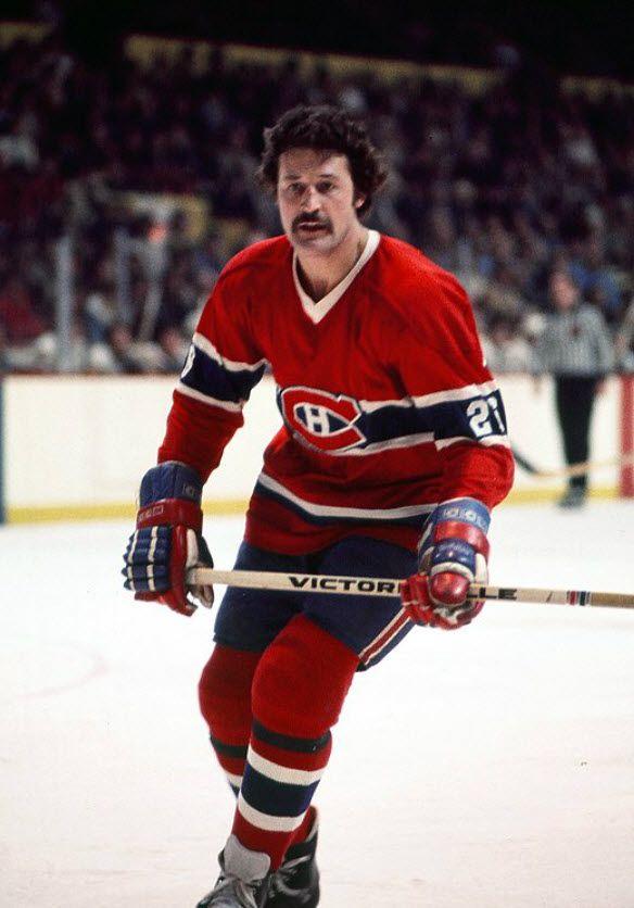 Pierre Bouchard : Pierre Bouchard a remporté une seconde coupe Stanley avec les Canadiens en 1973 et a participé à trois conquêtes consécutives entre 1976 et 1978. Les Capitals de Washington ont acquis les droits du défenseur en 1978 et c'est dans la capitale américaine que Bouchard a pris sa retraite en 1982 pour se concentrer sur sa carrière dans le monde des affaires et dans les médias.