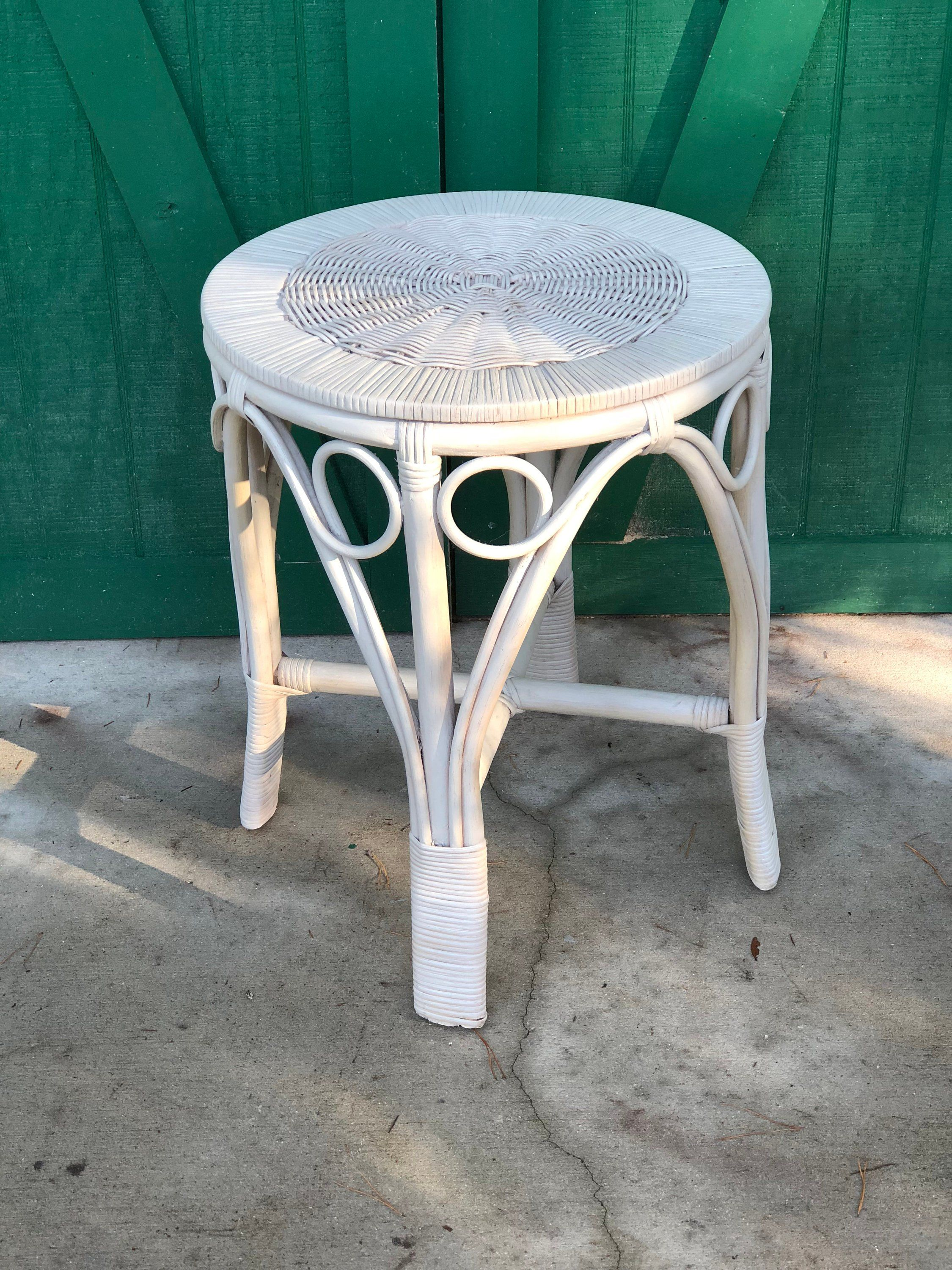 Prime Vintage Round White Wicker Table Nantucket Style Wicker Complete Home Design Collection Papxelindsey Bellcom