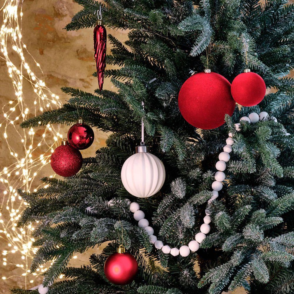 Boule Plastique A Decorer assortiment de boules rouges un joli lot de boules en