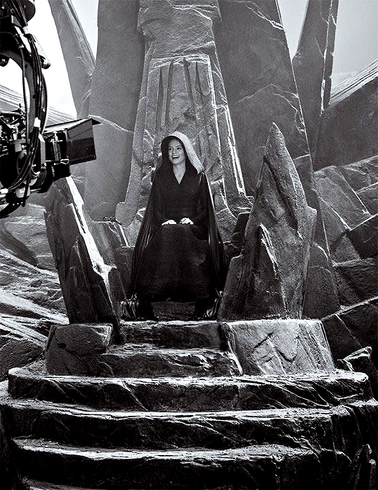 Daisy Ridley As Dark Rey On Palpatine S Throne The Rise Of Skywalker Behind The Scenes In 2020 Star Wars Images Rey Star Wars Disney Star Wars
