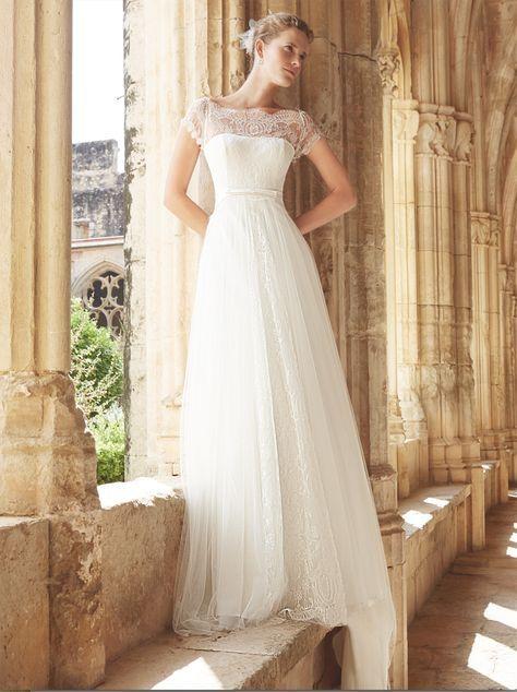 vestido de #novia con corte imperio, de encaje y escote de barco