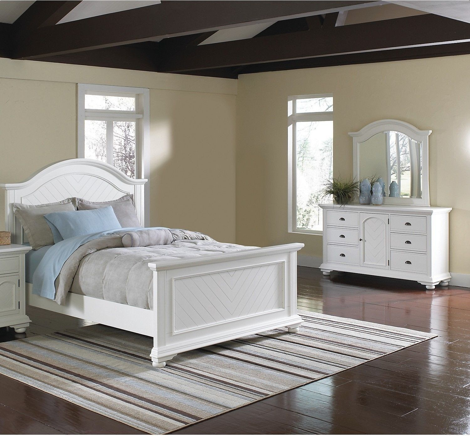 Queen Bedroom Set White Elegant Add A Fresh New Look To Your Home With This Brook Bedroom In 2020 White Bedroom Set White Bedroom Set Queen Bedroom Sets Queen
