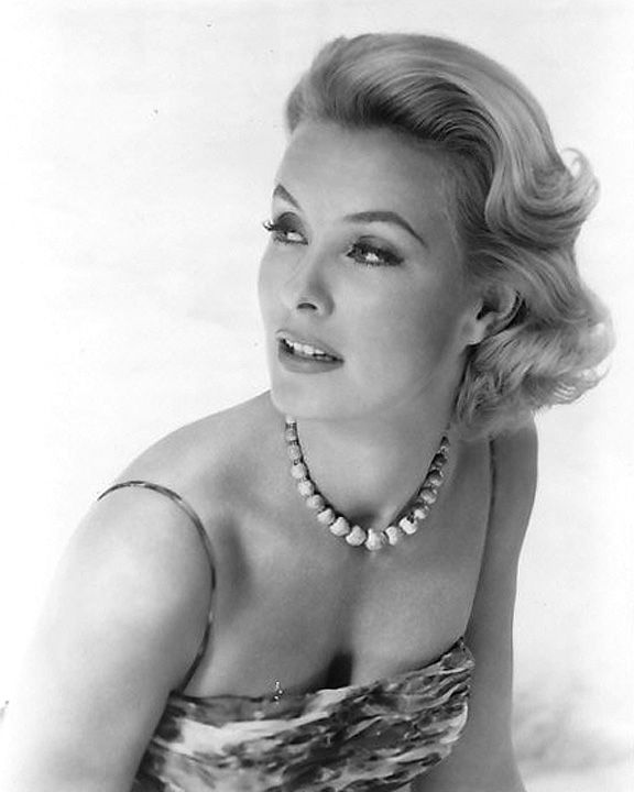 dina merrill feet