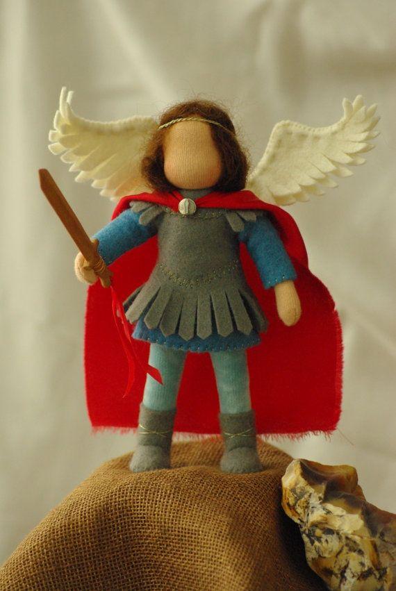 San Miguel muñeca waldorf 13-15 cm | VIRGENES MINIATURA | Pinterest ...