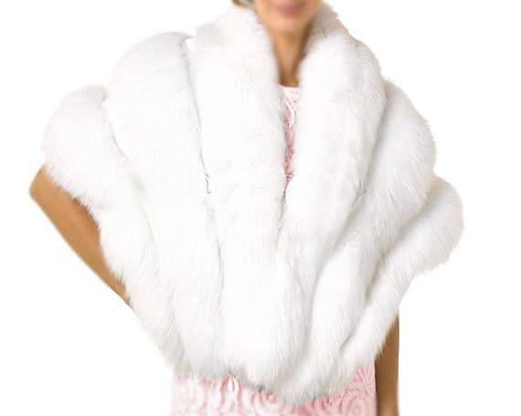 06ad5d602cff Étole cache épaules pour la mariée en fausse fourrure couleur blanc. Cette fausse  fourrure est
