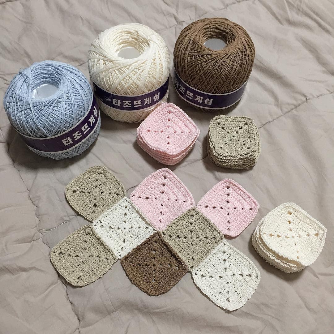 이제 저만큼 엮었당 언제쯤... #뜨개질 #코바늘 #코바늘블랭킷 #모티브 #모티브블랭킷 #타조뜨개실 #knitting #crochet #crochetblanket #motif #motifblanket #handmade by dear__all