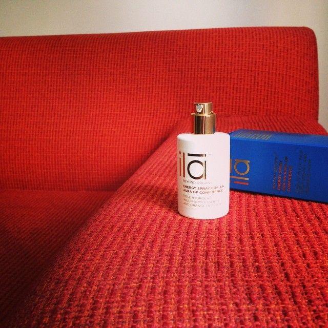 """Se llama Energy Spray for an Aura Confidence. Nosotros lo llamamos """"el spray del buen rollo"""". #Ila"""