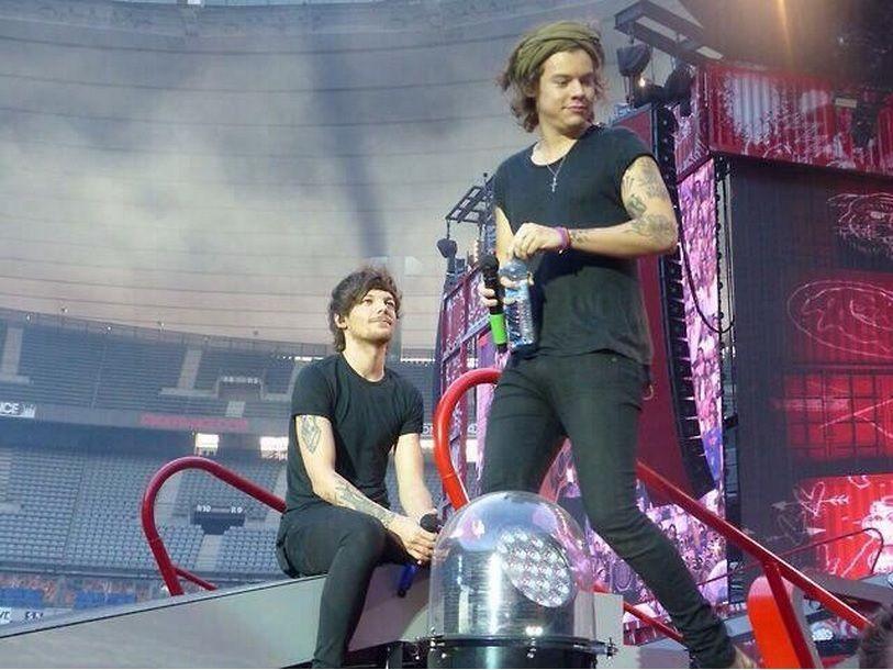 Harry and Louis - Paris (Stade de France) -- 6-21-14