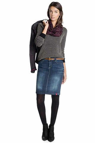 denim skirt with black tights and ankle boots … | Pinteres…
