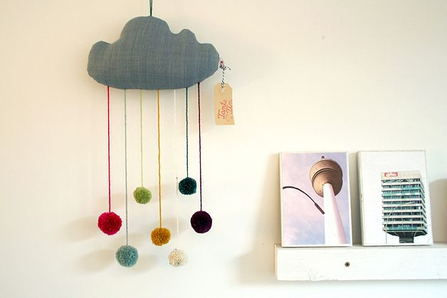 mobile pom pom wolke mobile cloud by tante tin via childrens rooms n hen. Black Bedroom Furniture Sets. Home Design Ideas