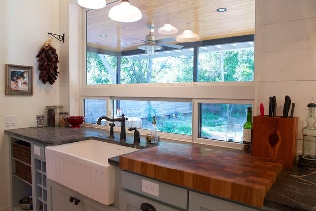 kitchen sink and cutting board