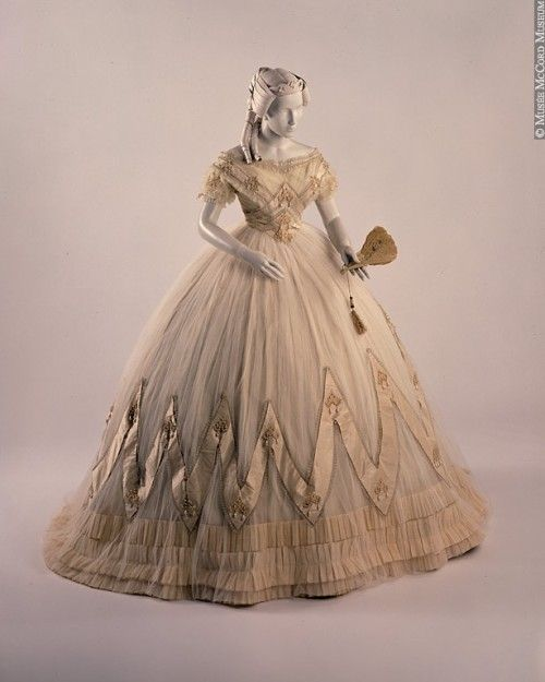 Fashion In 1700-1800 ( Cool Dresses )...this Reminds Me